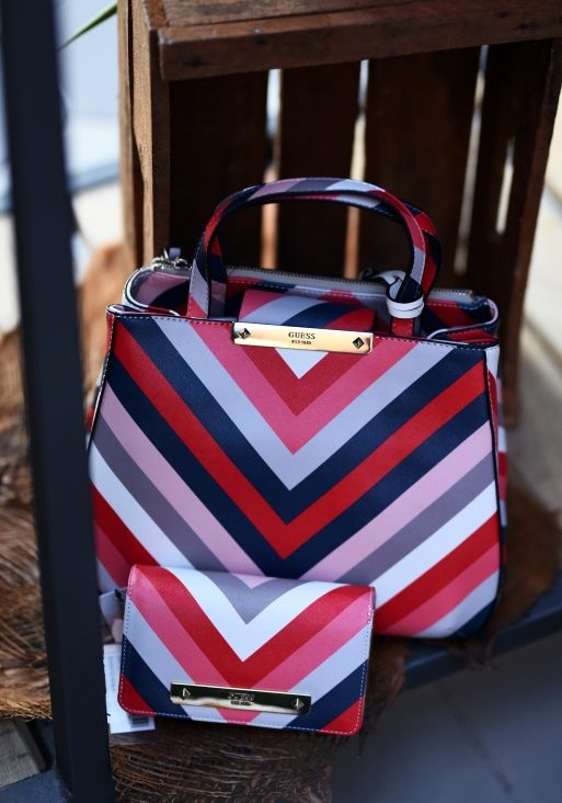 Guess has started the new season with interesting and striking accessories  such as trendy bags with striking patterns and designs e484b8da0df83